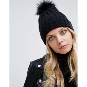 Missguided Faux Fur Pompom Hat ❤️